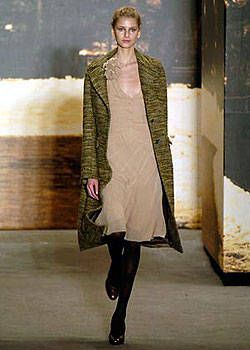DKNY Fall 2004 Ready-to-Wear Collections 0001