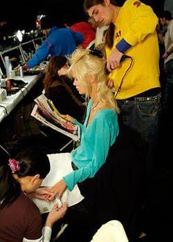 Oscar de la Renta Fall 2004 Ready-to-Wear Backstage 0001