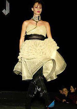 Betsey Johnson Fall 2004 Ready-to-Wear Collections 0001