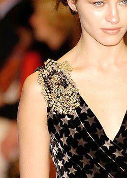 Nanette Lepore Fall 2004 Ready-to-Wear Detail 0001