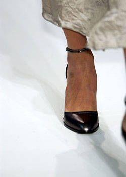 Calvin Klein Fall 2004 Ready-to-Wear Detail 0001