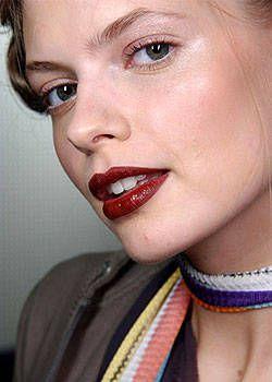 Blumarine Fall 2004 Ready-to-Wear Backstage 0001