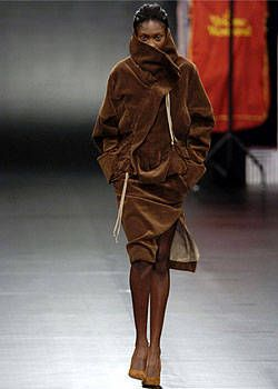 Vivienne Westwood Fall 2004 Ready-to-Wear Collections 0002