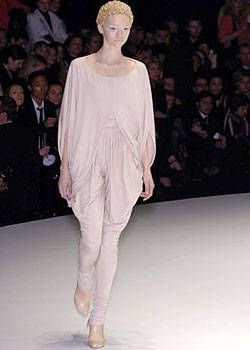Alexander McQueen Fall 2004 Ready-to-Wear Collections 0001