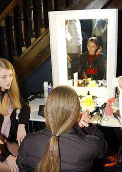 Veronique Branquinho Fall 2004 Ready-to-Wear Backstage 0001