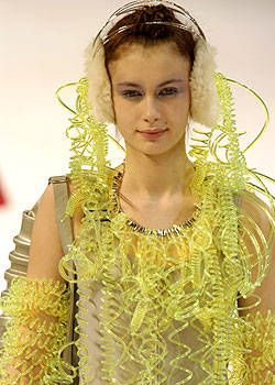 Issey Miyake Fall 2004 Ready-to-Wear Detail 0002