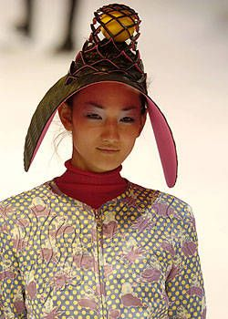 Issey Miyake Fall 2004 Ready-to-Wear Detail 0001