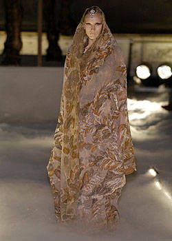 Franck Sorbier Fall 2004 Haute Couture Collections 0003