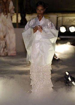 Franck Sorbier Fall 2004 Haute Couture Collections 0001