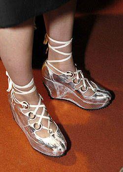 Vivienne Westwood Fall 2004 Ready-to-Wear Backstage 0001