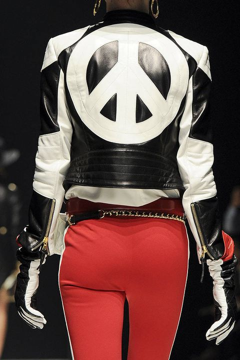 MOSCHINO FALL 2012 RTW DETAILS 002