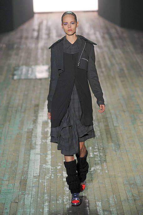 Shoulder, Fashion show, Floor, Joint, Flooring, Style, Fashion model, Runway, Street fashion, Fashion,