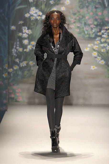 Outerwear, Style, Fashion show, Boot, Winter, Street fashion, Knee, Pattern, Fashion, Fashion model,