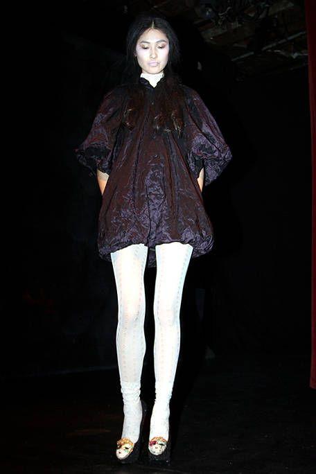 Sleeve, Textile, Style, Fashion, Knee, Darkness, Fashion model, Thigh, Street fashion, Curtain,