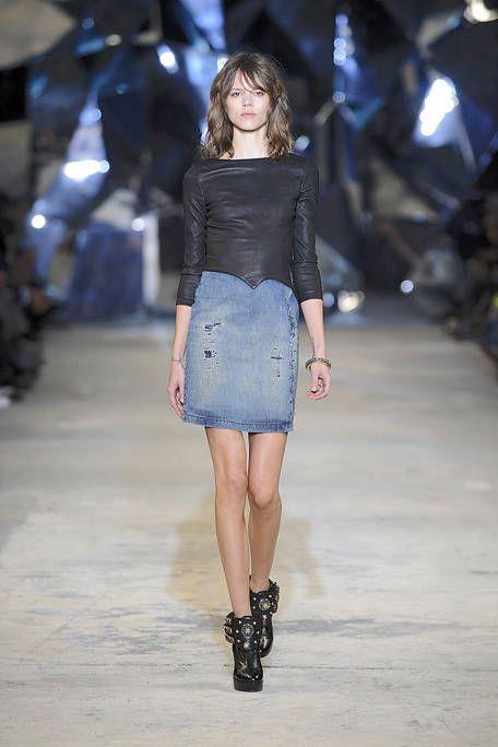 Clothing, Brown, Shoulder, Joint, Fashion show, Style, Street fashion, Fashion model, Runway, Waist,