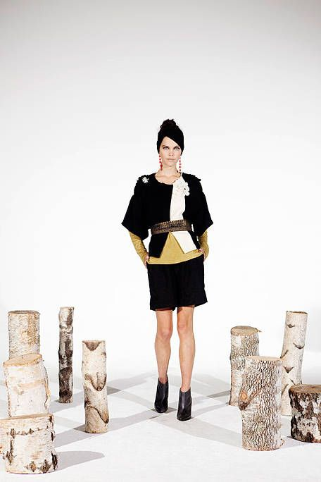 Leg, Sleeve, Textile, Style, Collar, Knee, Fashion, Fashion model, Street fashion, Thigh,