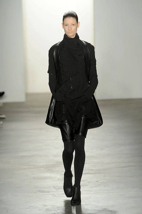 Sleeve, Human body, Shoulder, Collar, Textile, Joint, Outerwear, Style, Knee, Fashion model,