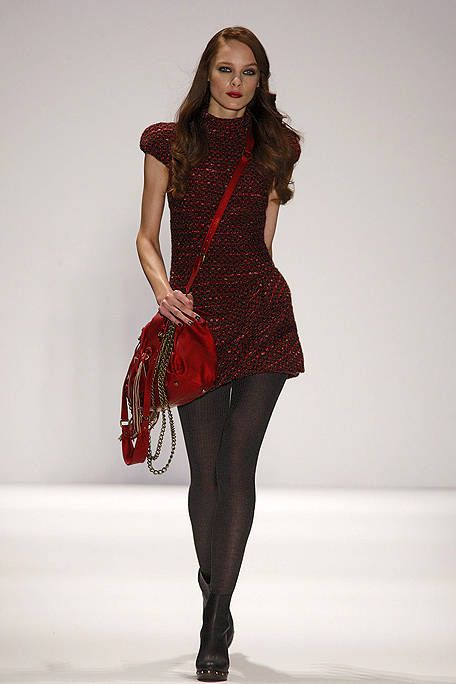 Sleeve, Shoulder, Textile, Bag, Joint, Red, Style, Pattern, Fashion accessory, Fashion model,
