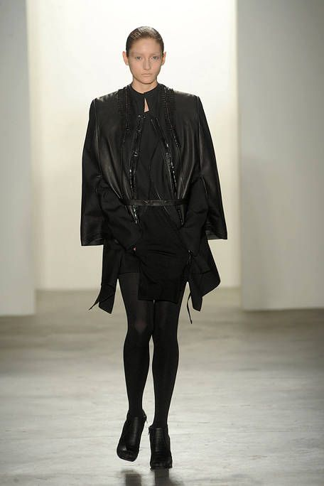 Sleeve, Joint, Outerwear, Fashion show, Collar, Style, Runway, Fashion model, Fashion, Knee,
