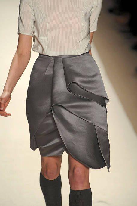 Leg, Sleeve, Shoulder, Textile, Waist, Human leg, Joint, Style, Collar, Knee,