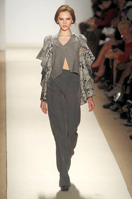 Fashion show, Shoulder, Joint, Outerwear, Runway, Style, Fashion model, Waist, Fashion, Neck,