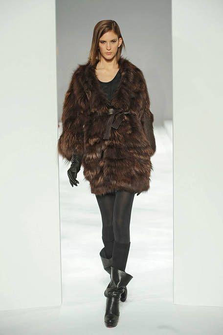 Leg, Sleeve, Human body, Shoulder, Fashion show, Textile, Joint, Human leg, Style, Runway,