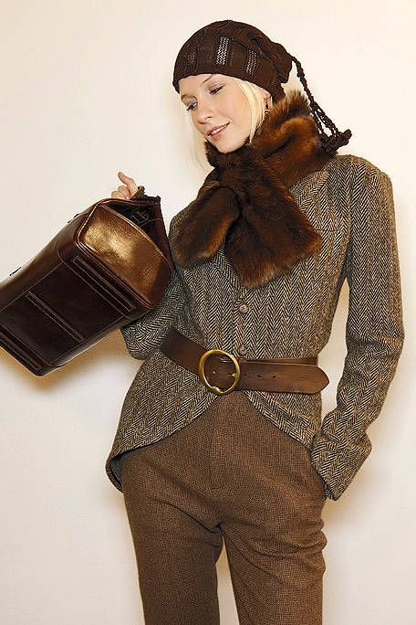 Brown, Sleeve, Textile, Fashion, Bag, Beige, Leather, Khaki, Shoulder bag, Fashion model,