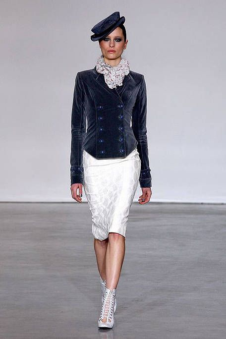 Clothing, Sleeve, Fashion show, Shoulder, Textile, Joint, Outerwear, White, Cap, Collar,