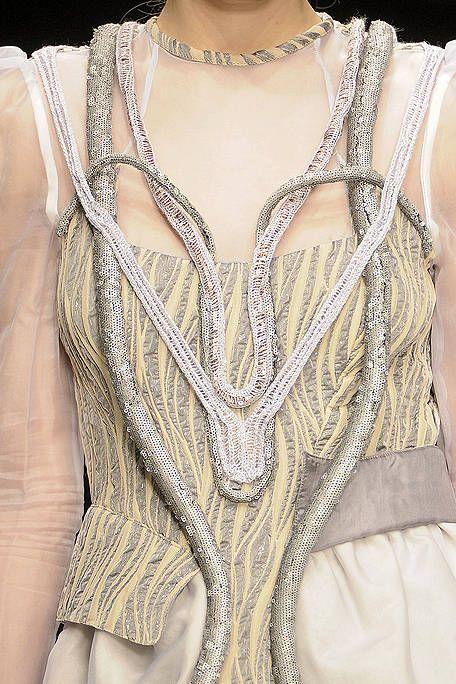 Shoulder, Textile, Fashion, Neck, Beige, Embellishment, Fashion design, Body jewelry, Chest, Natural material,