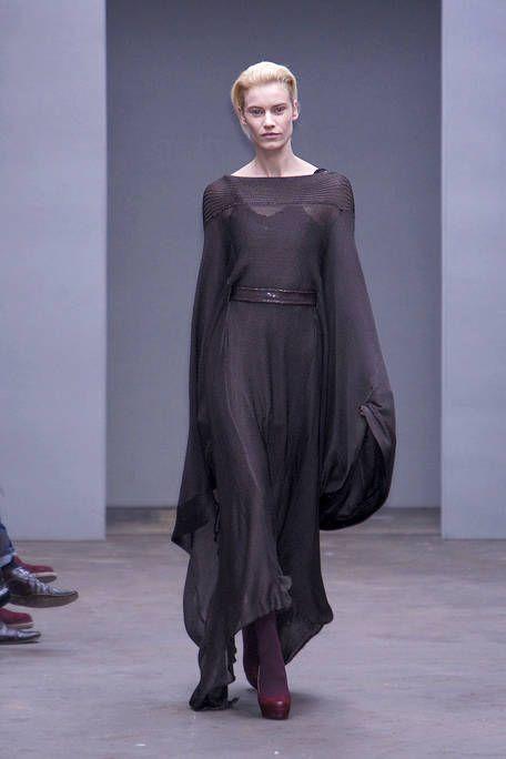 Clothing, Sleeve, Shoulder, Dress, Joint, Style, Formal wear, Fashion model, Fashion, One-piece garment,