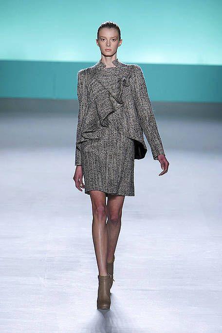 Clothing, Human, Fashion show, Sleeve, Human body, Shoulder, Human leg, Runway, Joint, Dress,