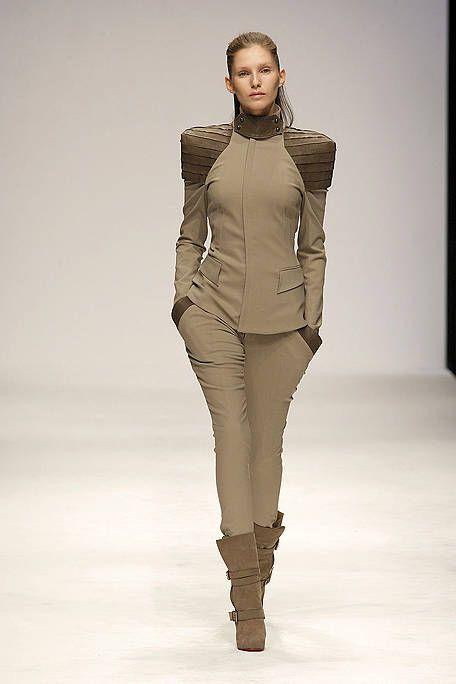 Brown, Sleeve, Human body, Skin, Shoulder, Joint, Human leg, Waist, Fashion model, Style,
