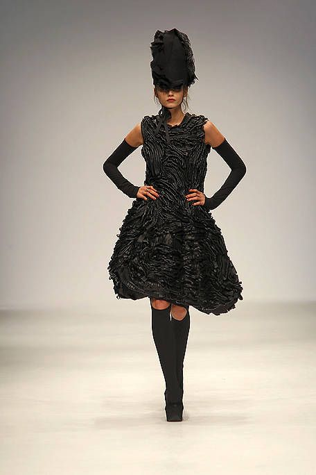 Clothing, Sleeve, Human body, Shoulder, Dress, Joint, Waist, Fashion show, Style, One-piece garment,