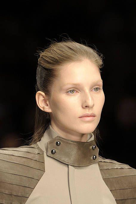 Hair, Head, Ear, Lip, Hairstyle, Collar, Chin, Forehead, Eyebrow, Style,