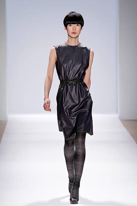 Human body, Shoulder, Dress, Fashion show, Joint, Style, Waist, Fashion model, Runway, Fashion,