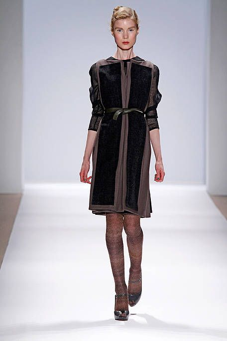 Clothing, Sleeve, Dress, Shoulder, Joint, Fashion model, One-piece garment, Style, Formal wear, Fashion show,