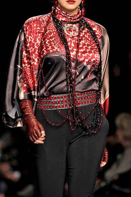 Collar, Style, Fashion, Fashion model, Jewellery, Street fashion, Waist, Fashion design, Tights, Button,