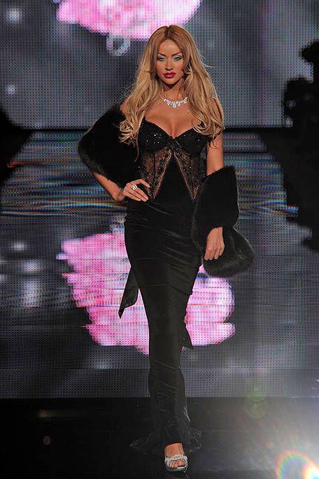 Mouth, Pink, Style, Fashion model, Fashion, Thigh, Model, Public event, Fashion show, Long hair,