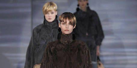 Clothing, Leg, Brown, Human body, Shoulder, Human leg, Joint, Outerwear, Jacket, Bag,