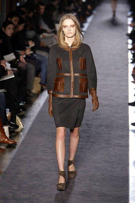 Footwear, Human, Leg, Brown, Shoulder, Fashion show, Human leg, Joint, Outerwear, Runway,