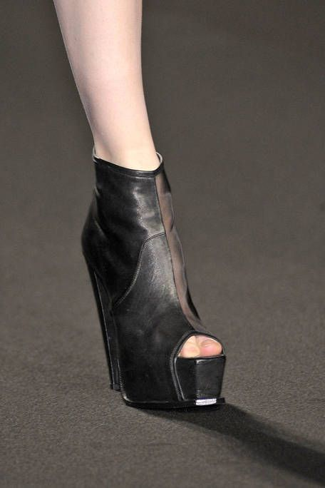Human leg, Joint, High heels, Fashion, Leather, Foot, Sandal, Ankle, Silver, Fashion design,