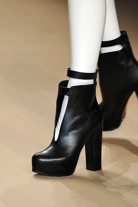 Footwear, High heels, Joint, Fashion, Basic pump, Sandal, Beige, Tan, Foot, Leather,