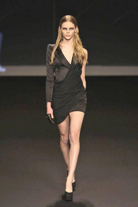 Clothing, Leg, Sleeve, Human leg, Human body, Shoulder, Dress, Shoe, Joint, Standing,