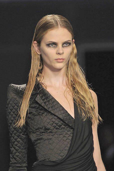 Ear, Lip, Hairstyle, Forehead, Shoulder, Eyebrow, Eyelash, Style, Fashion model, Beauty,