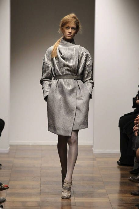 Leg, Sleeve, Shoulder, Human leg, Joint, Fashion show, Outerwear, Style, Fashion model, Runway,