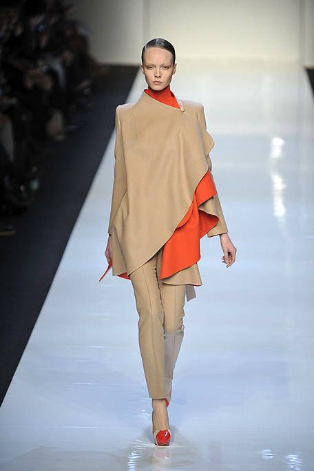Fashion show, Shoulder, Runway, Joint, Style, Fashion model, Fashion, Model, Costume design, Fashion design,
