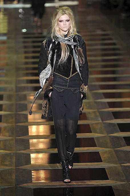 Fashion, Street fashion, Fashion model, Jacket, Leather, Scarf, Runway, Blond, Fashion show, Tights,