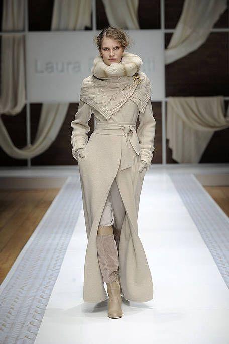Textile, Human leg, Style, Fashion show, Fashion model, Fashion, Waist, Knee, Runway, Beige,