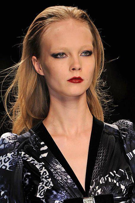 Hair, Lip, Hairstyle, Eyebrow, Eyelash, Style, Beauty, Fashion, Fashion model, Eye shadow,