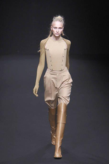 Human, Brown, Sleeve, Human body, Shoulder, Joint, Waist, Fashion show, Style, Khaki,